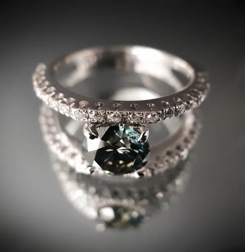 30 Bague diamant bleu taille brillant