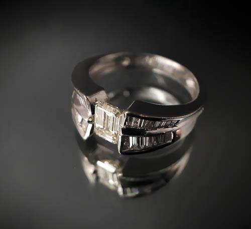 20 bague diamant taille émeraude