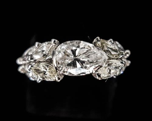 12 Bague diamant poire
