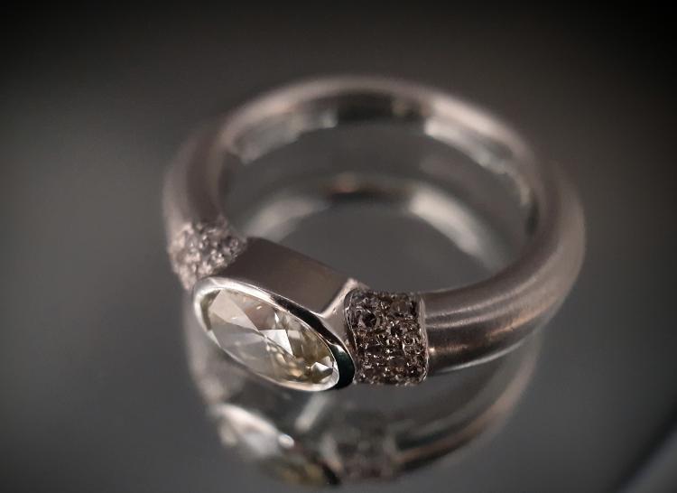 38 Bague diamant ovale