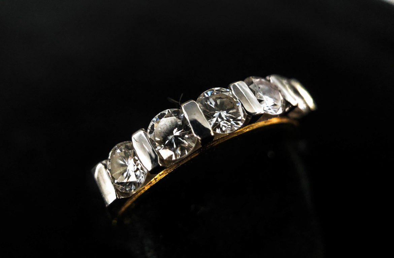 44 Bague demi alliance diamants taille brillant