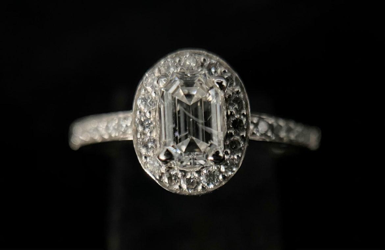 57 Bague diamant taille émeraude
