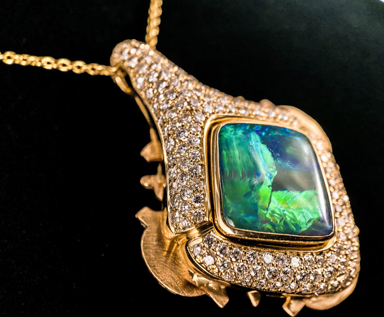 Collier brillants et opale