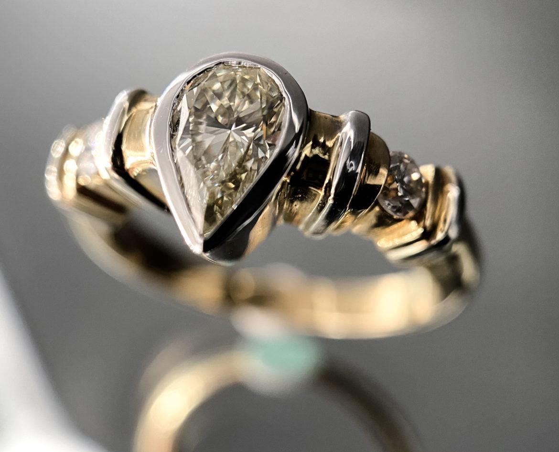66 Bague diamant poire