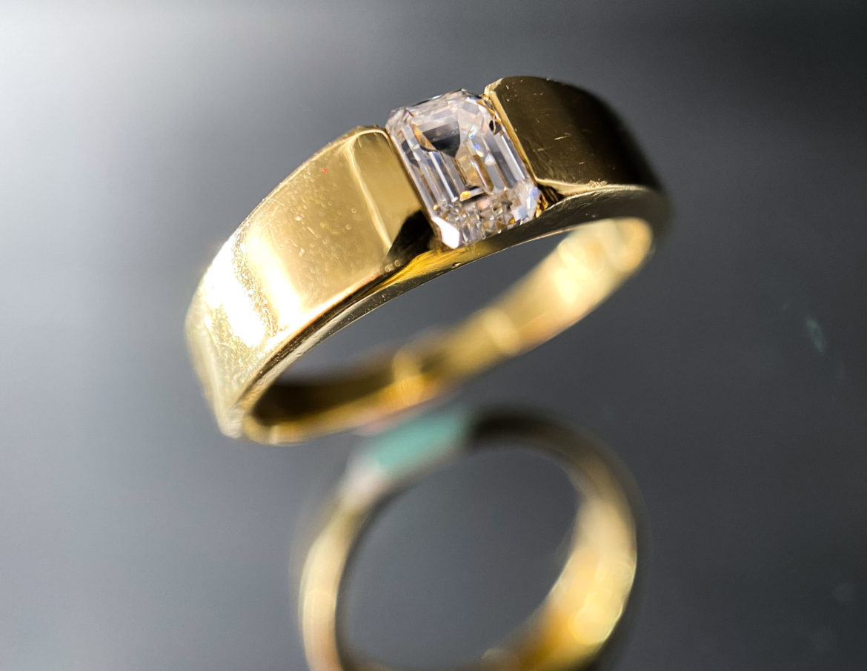 67 Bague diamant taille émeraude