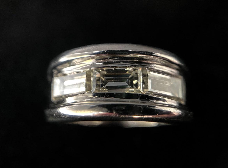 69 Bague diamant taille baguette