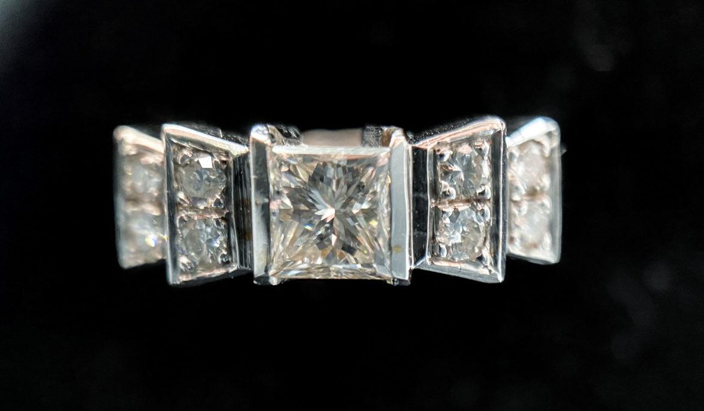 72 Bague diamant taille princesse