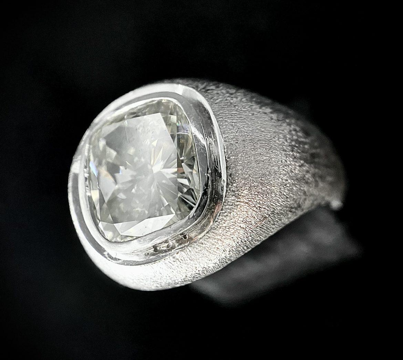 75 Bague diamant coussin