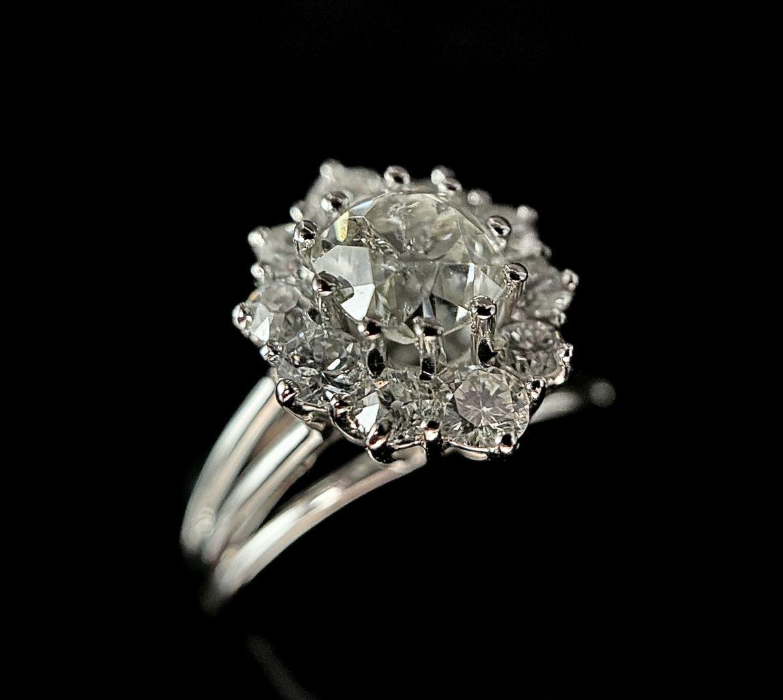 93 Bague diamant coussin