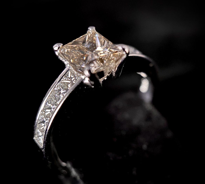 96 Bague diamant princesse