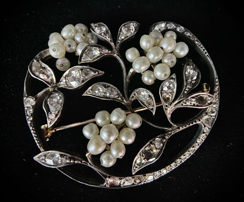 Broche roses de diamants et perles